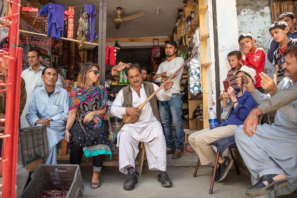 Gilgit Baltistan Travel, Giglit Baltistan travel guide, Gilgit Baltistan, Gilgit-Baltistan, Pakistan, Northern Pakistan, Northern Areas, FANA,, Gupis, Ghakuch, Gakuch, Yasin, Yasin Valley, Sitar, sitar player, sitar Gilgit Baltistan, sitar Gupis, sitar Gakuch
