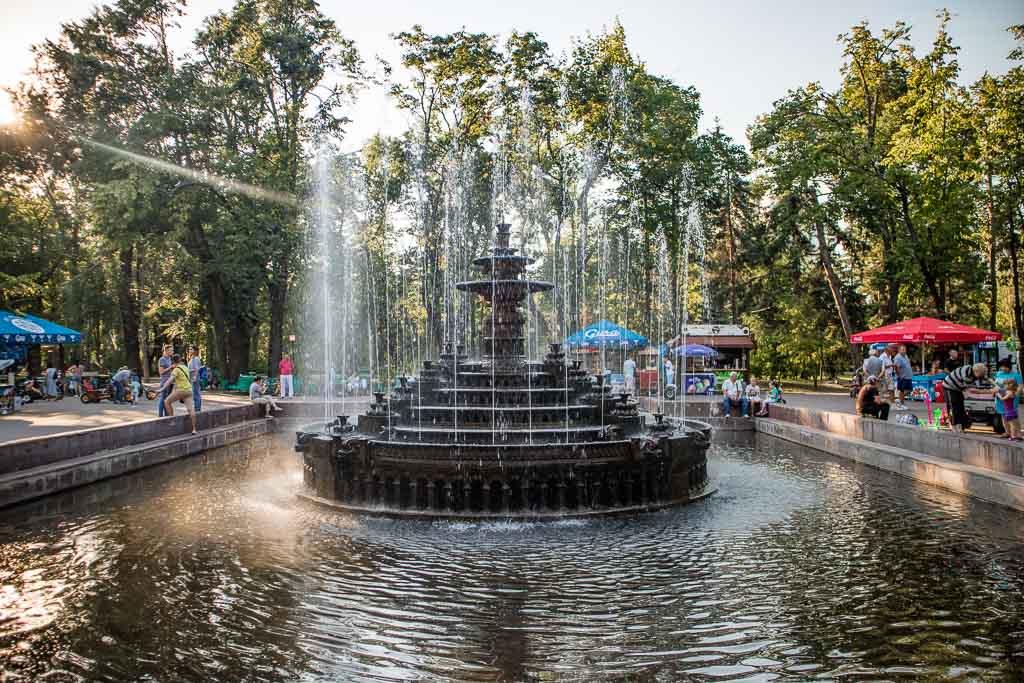 Chisinau, Moldova, Moldova travel guide, Stefan Cel Mare Park, Stefan Cel Mare Fountain, water fountain, Chisinau park