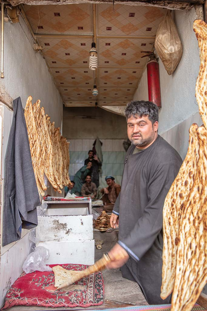 Herat Bazaar, Herat, Afghanistan, non, naan