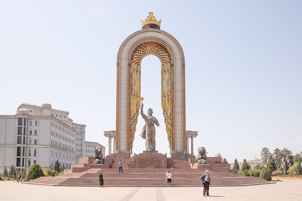 Dushanbe, Dushanbe Guide, Dushanbe City Guide, Dushanbe Travel Guide, Ismoil Somoni, Somoni statue, Somoni monument