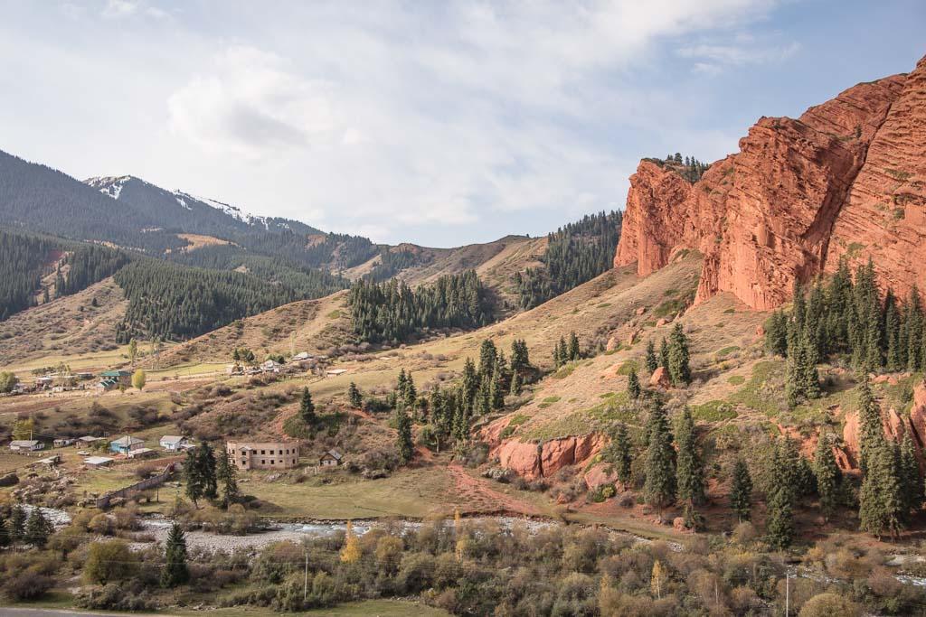 Jeti Oguz, Kyrgyzstan Travel Guide, Jeti Oguz, Jeti Oguz Kyrgyzstan, Kyrgyzstan, Central Asia, red rock Kyrgyzstan