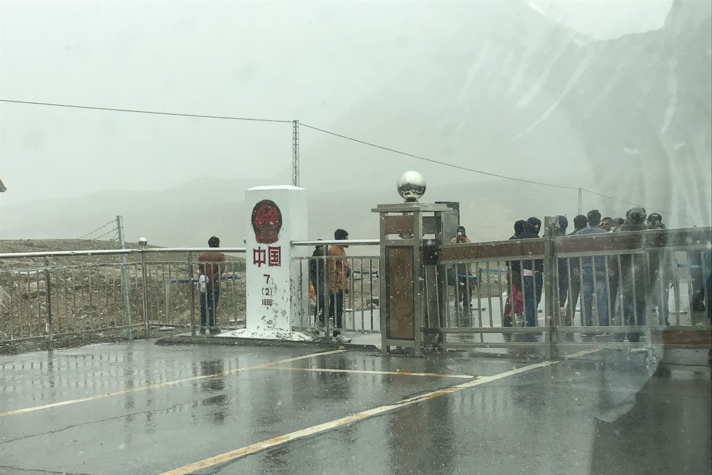 Khunjerab Pass, crossing Khunjerab pass, China, Pakistan, China-Pakistan, Pakistan-China, China Pakistan border, Pakistan China border