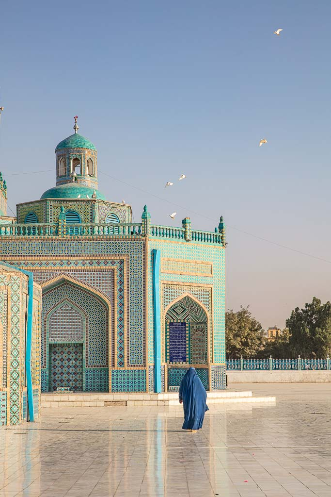 Afghanistan Tour, Afghanistan, Mazar e Sharif, Mazar i Sharif, Balkh, Blue Mosque, Blue Mosque Mazar e Sharif, Blue Mosque Afghanistan, Shrine of Hazrat Ali, chadri, women travel Afghanistan