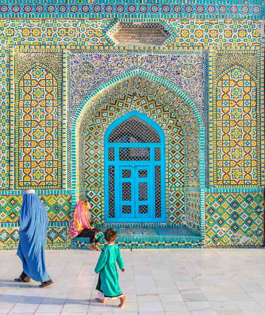 Shrine of Hazrat Ali, Blue Mosque, Blue Mosque Afghanistan, Blue Mosque Mazar e Sharif, Mazar e Sharif, Afghanistan, Balkh, Mazar i Sharif, Mosque, Afghanistan Mosque, Mazar e Sharif Mosque, Afghan woman and child, chadri, Blue Burqa