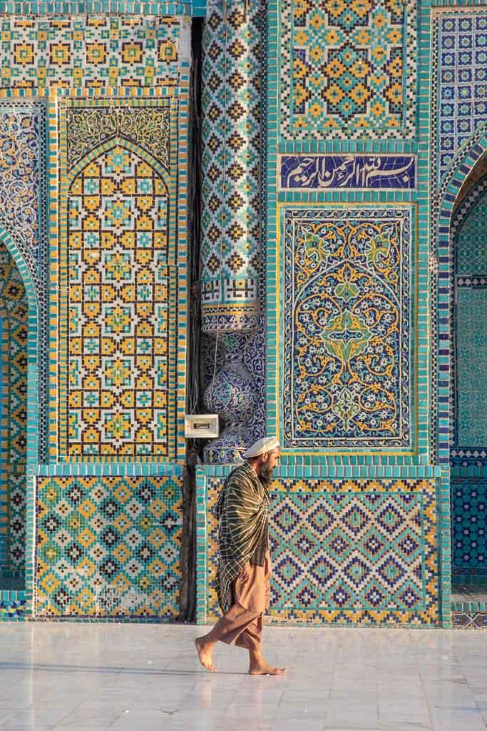 Shrine of Hazrat Ali, Blue Mosque, Blue Mosque Afghanistan, Blue Mosque Mazar e Sharif, Mazar e Sharif, Afghanistan, Balkh, Mazar i Sharif, Mosque, Afghanistan Mosque, Mazar e Sharif Mosque, Afghan Man