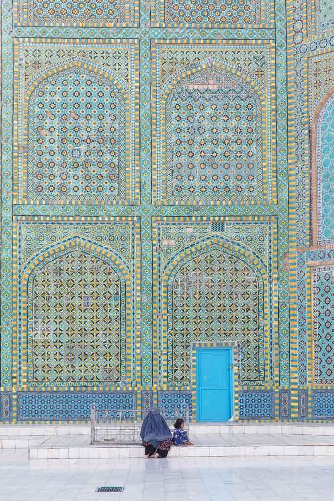 Shrine of Hazrat Ali, Blue Mosque, Blue Mosque Afghanistan, Blue Mosque Mazar e Sharif, Mazar e Sharif, Afghanistan, Balkh, Mazar i Sharif, Mosque, Afghanistan Mosque, Mazar e Sharif Mosque, Afghan girl, Afghan woman, chadri, Blue Burqa