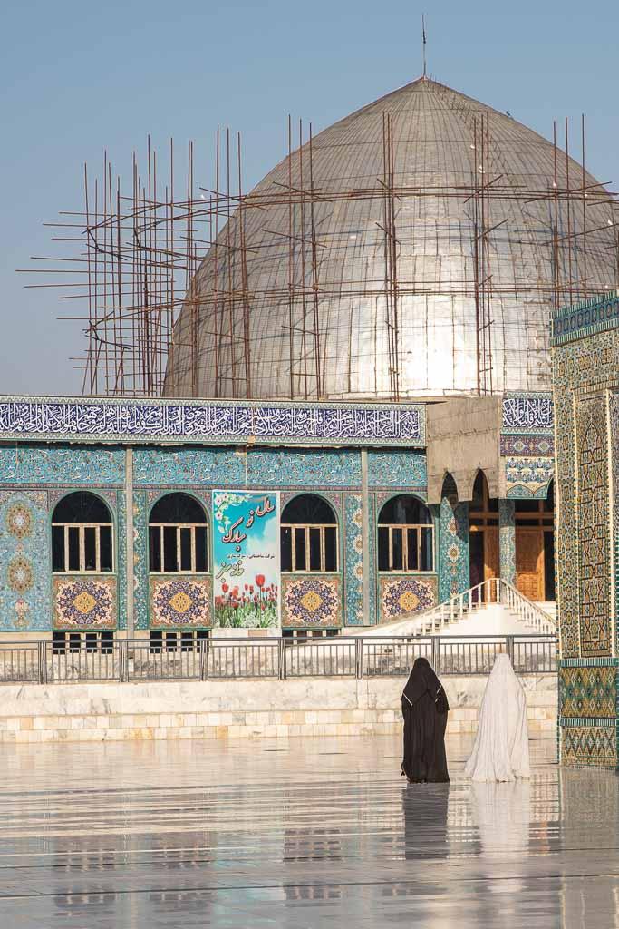 Shrine of Hazrat Ali, Blue Mosque, Blue Mosque Afghanistan, Blue Mosque Mazar e Sharif, Mazar e Sharif, Afghanistan, Balkh, Mazar i Sharif, Mosque, Afghanistan Mosque, Mazar e Sharif Mosque, Afghan women