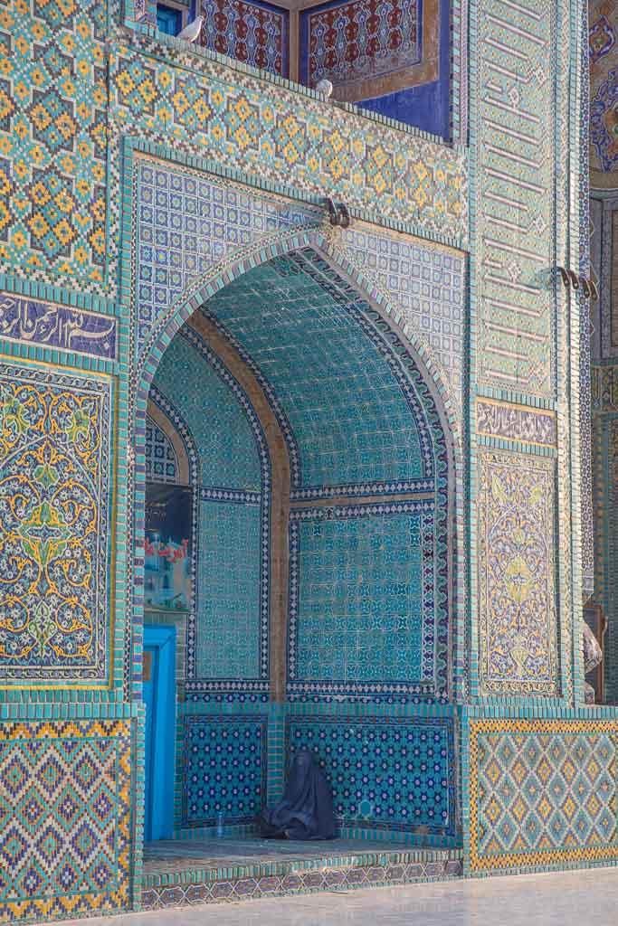 Shrine of Hazrat Ali, Blue Mosque, Blue Mosque Afghanistan, Blue Mosque Mazar e Sharif, Mazar e Sharif, Afghanistan, Balkh, Mazar i Sharif, Mosque, Afghanistan Mosque, Mazar e Sharif Mosque, Afghan Woman, Blue Burqa, Chadri