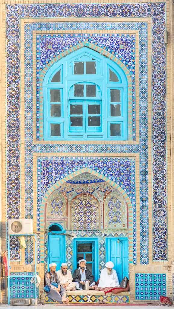 Shrine of Hazrat Ali, Blue Mosque, Blue Mosque Afghanistan, Blue Mosque Mazar e Sharif, Mazar e Sharif, Afghanistan, Balkh, Mazar i Sharif, Mosque, Afghanistan Mosque, Mazar e Sharif Mosque, Afghan Men